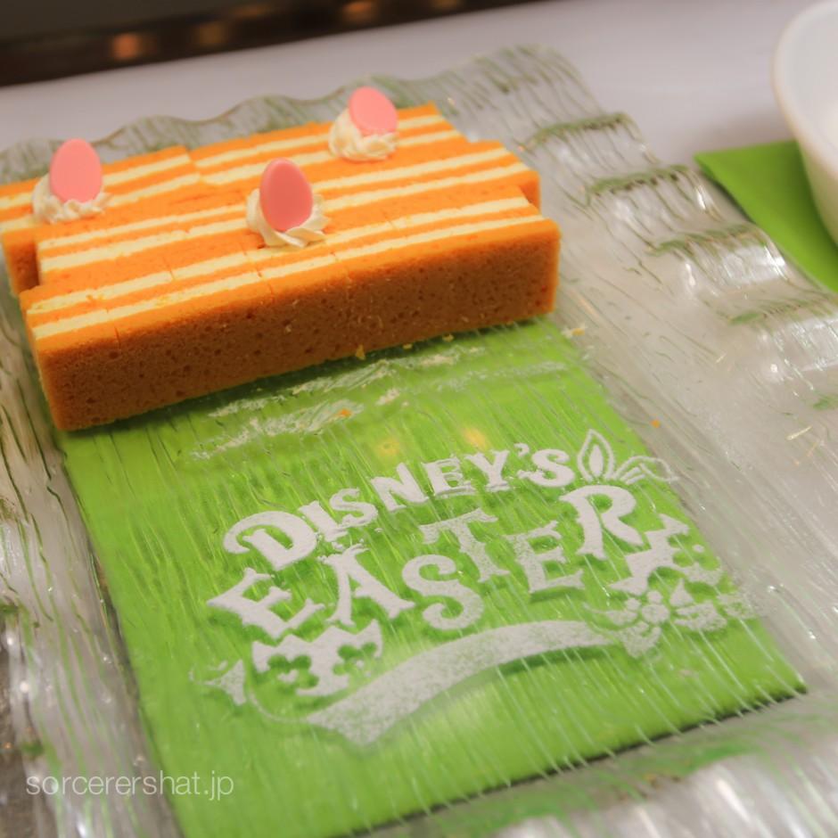 イースターロゴが描かれたキャロットケーキ