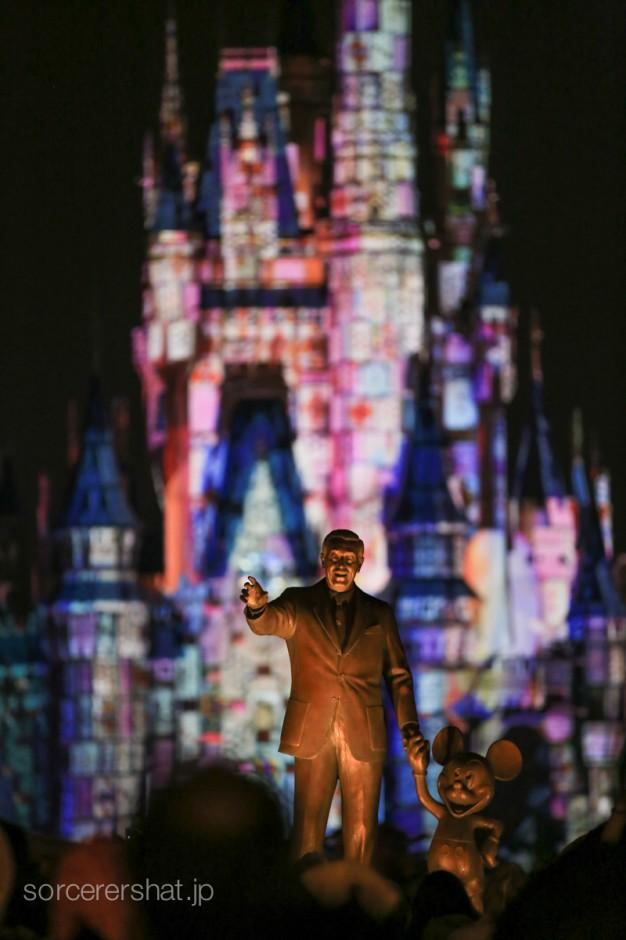 パートナーズ像とシンデレラ城。これが初めて観るときに観たかった絵です