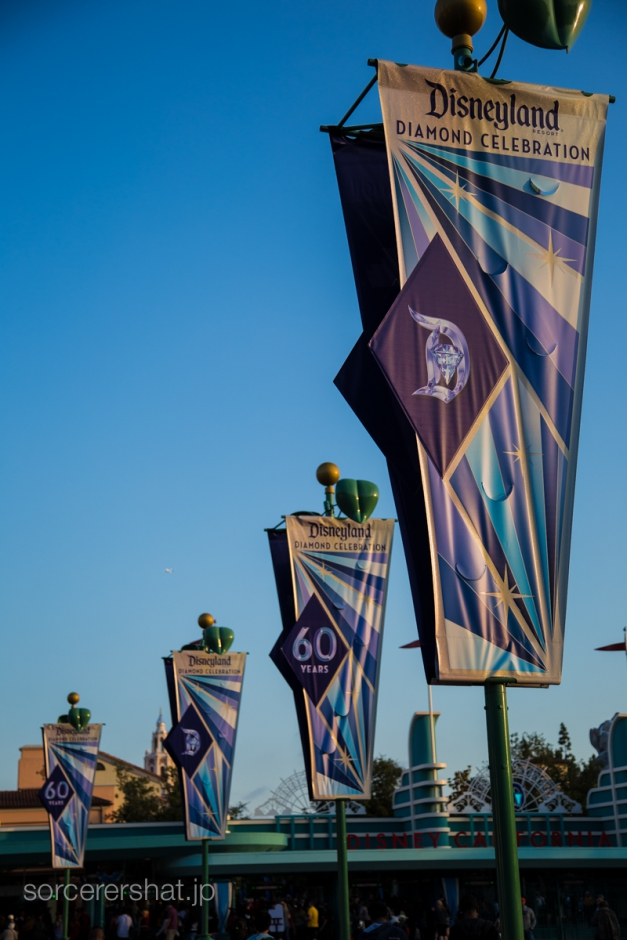 パーク前広場の60周年&ダイヤモンドバナー